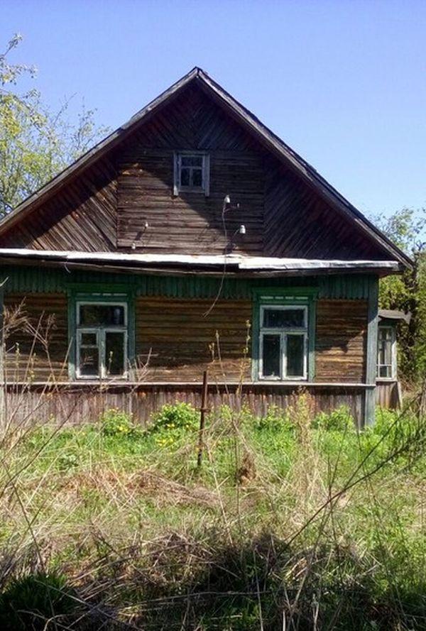 За этот дом в деревне в 15 км от Барановичей просят почти 1630 долларов. Фото: re.kufar.by