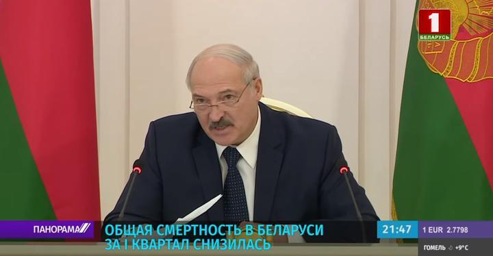 Лукашенко вновь надел очки. В прошлый раз это произошло публично более трех лет назад. Фотофакт