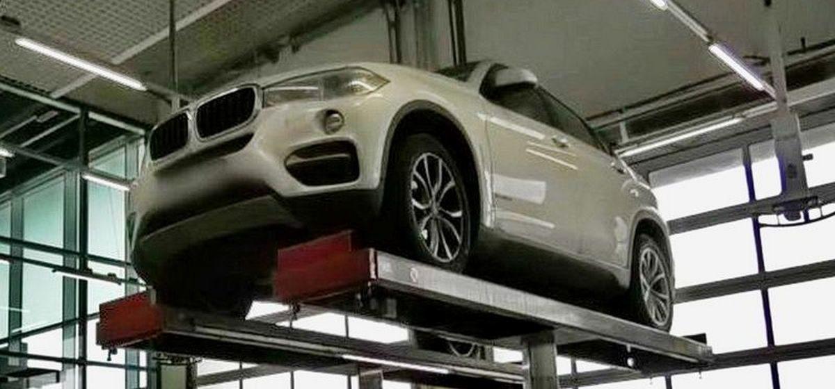 BMW с гранатой, прикрепленной под днищем, пригнали на сервис под Минском (видео)