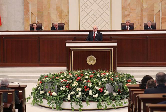 Лукашенко перенес послание народу и парламенту