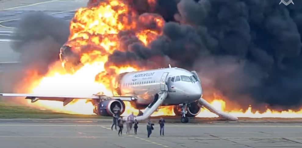 Следственный комитет России опубликовал страшные кадры жесткой посадки самолета в Шереметьеве