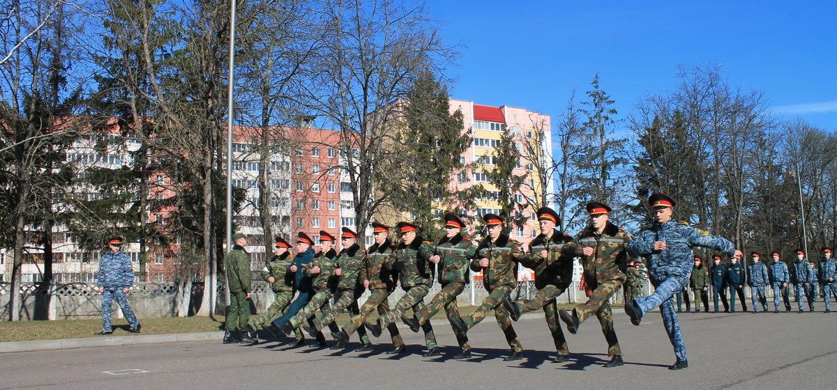 «Нам выдали градусники». Как барановичские кадеты готовятся к параду Победы в Минске