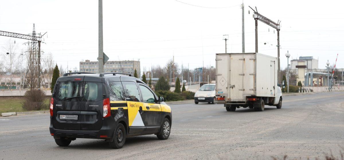Такси и грузовик не разминулись в Барановичах