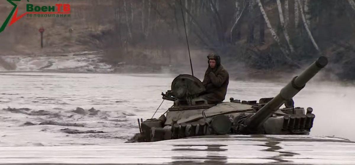 Белорусские танкисты отработали вождение под водой. Эффектное видео