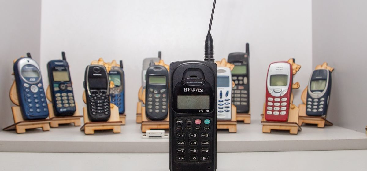 Как изменились мобильники за 15 лет и какой телефон можно было купить с рук за $100 в Барановичах тогда и сейчас