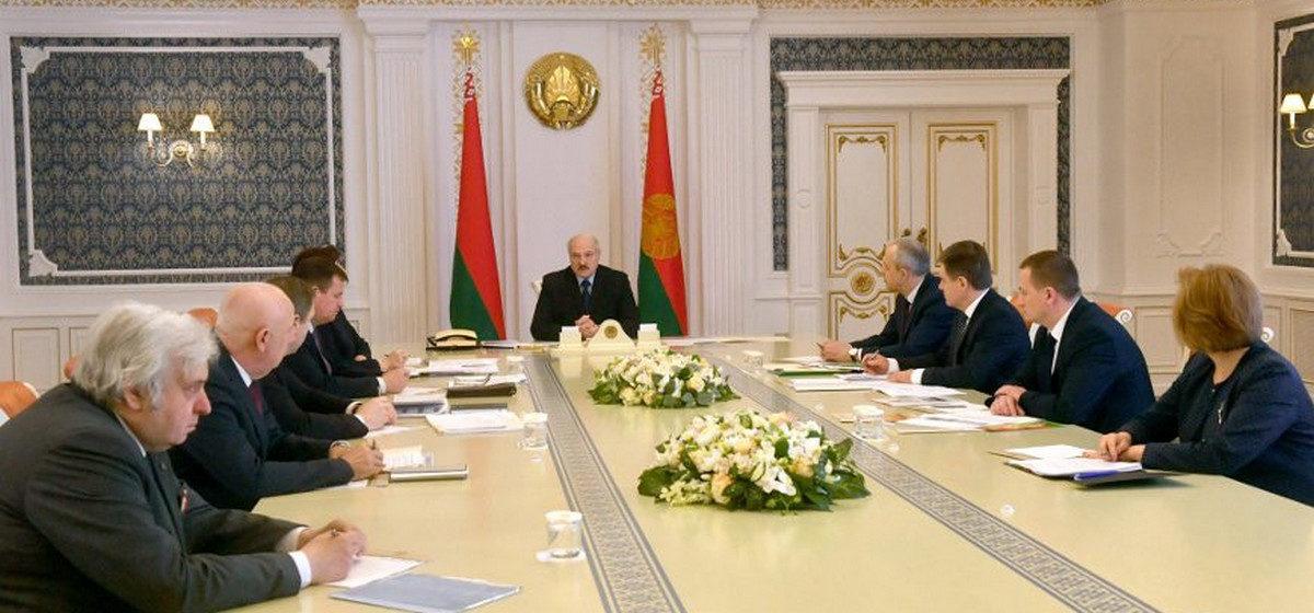 Лукашенко: средств защиты и лекарств в Беларуси хватает, занято всего 10% ИВЛ