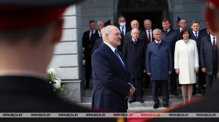 Лукашенко не видит бравады в методах борьбы с коронавирусом в Беларуси