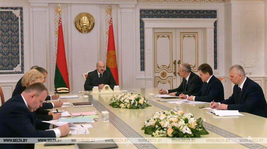 Лукашенко чиновникам: «Головой все отвечают за смертность населения»