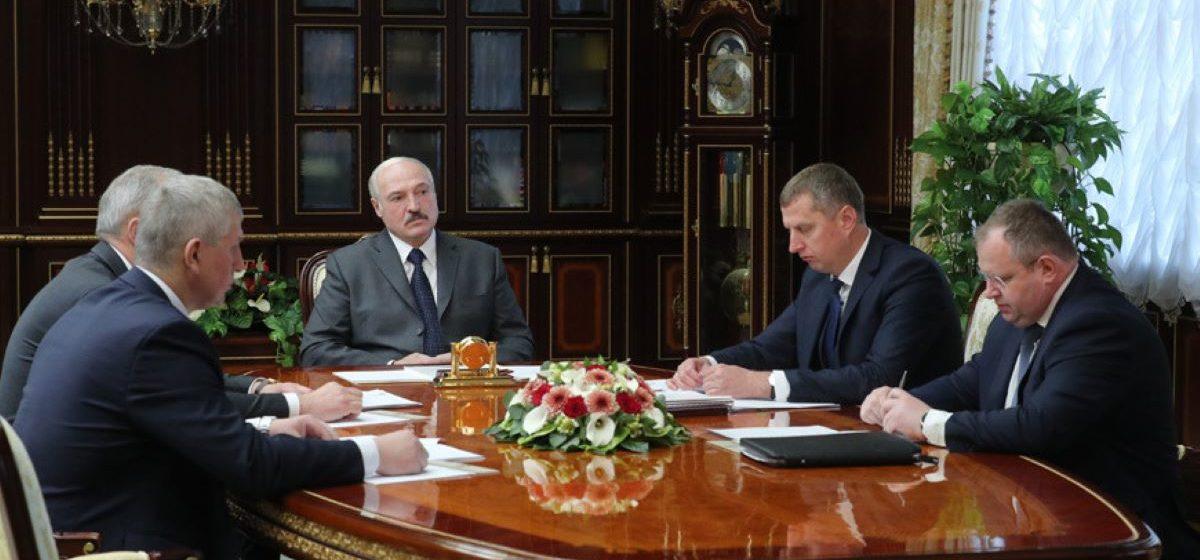 Лукашенко поддержал проект указа по зарплатам в бюджетной сфере. Однако поддержку будут оказывать в условиях жестких бюджетных ограничений