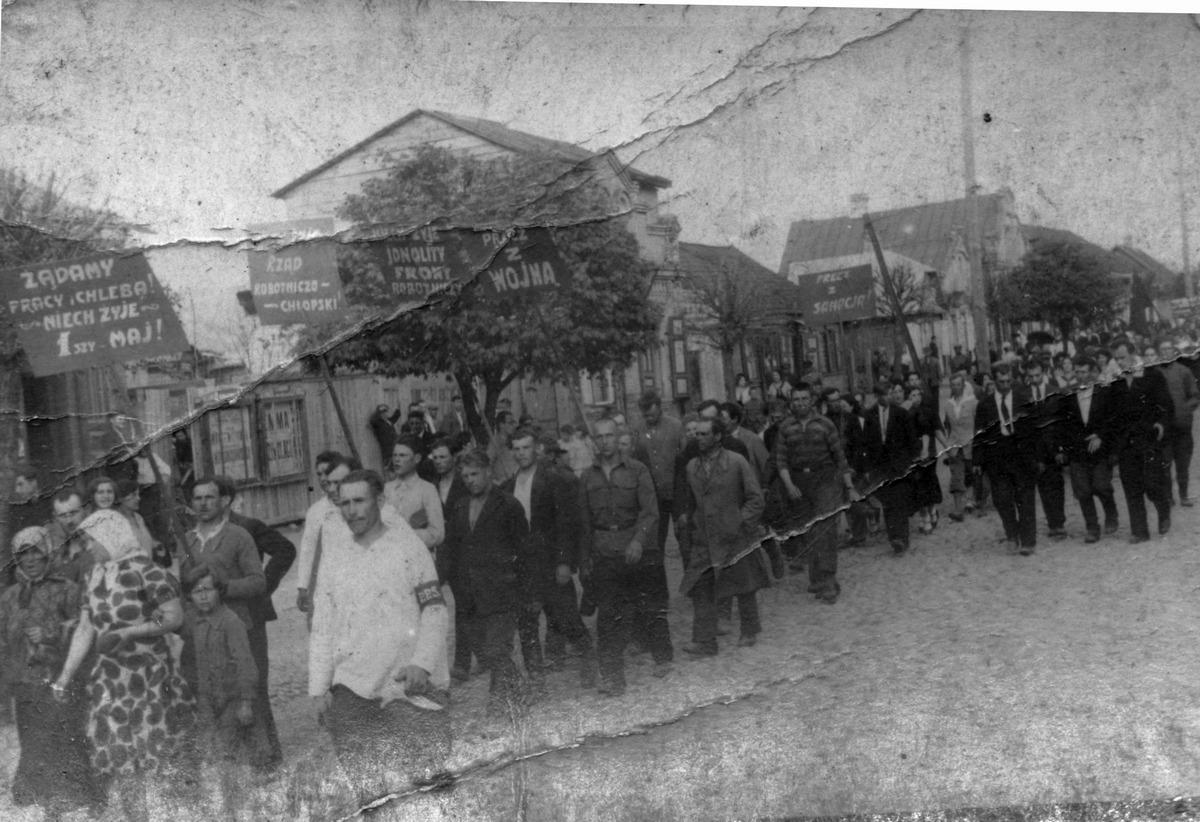 Первомайская демонстрация 1935 года в Барановичах. Фото с семейного архива Алеся Моргуна