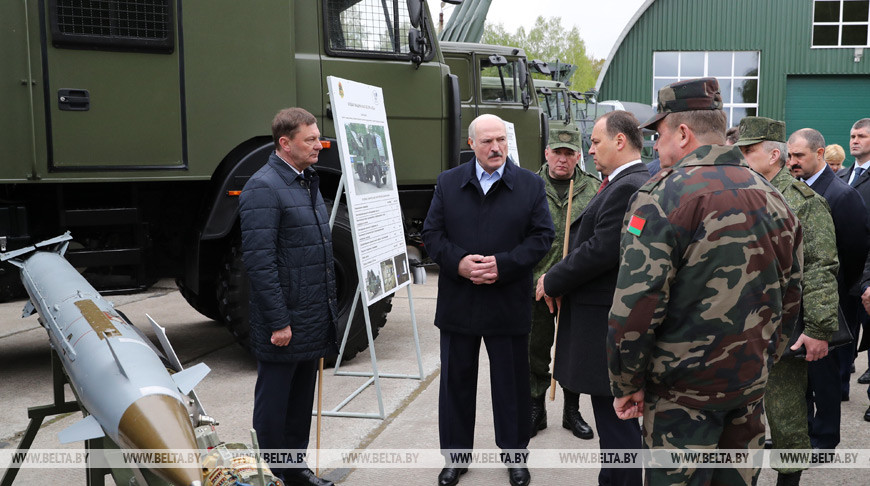 Лукашенко: «Не надо перед россиянами становиться на колени»