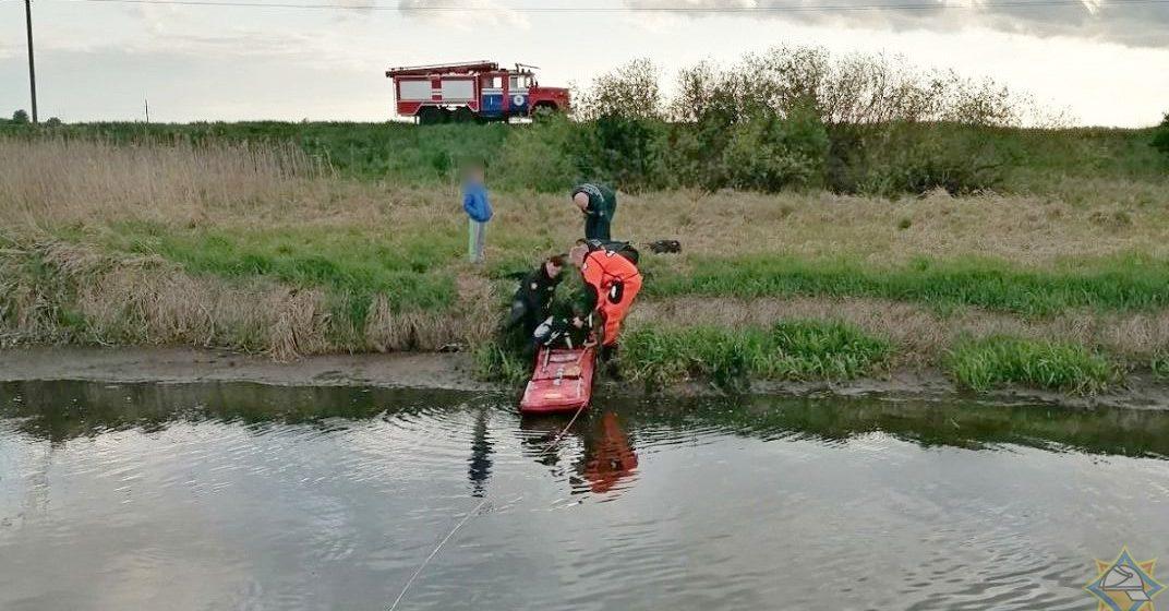 В Березовском районе школьник застрял в болоте. Вытаскивали спасатели