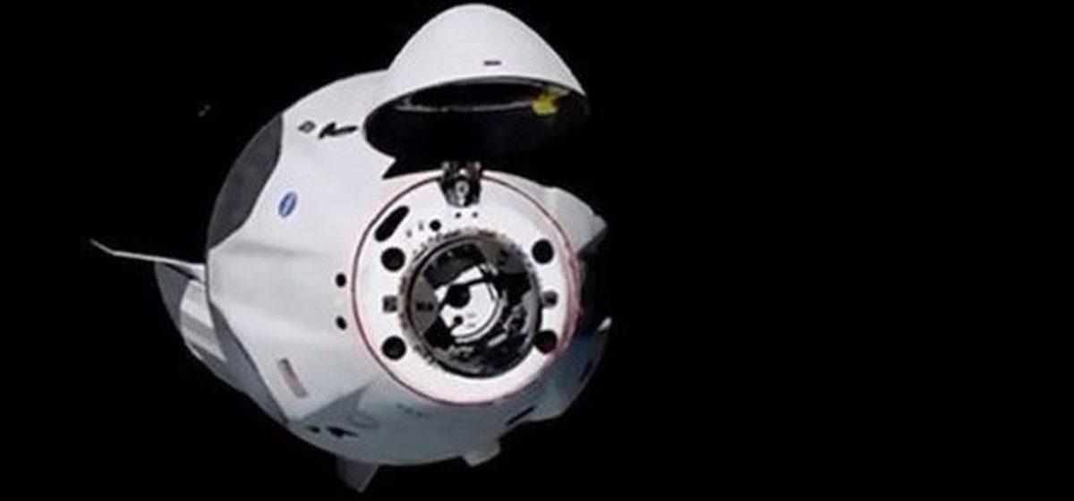 Первый частный космический корабль успешно пристыковался к МКС