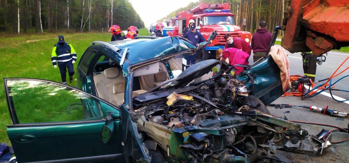 Citroën влетел в грузовик в Дзержинском районе – водителя легковушки заблокировало в салоне