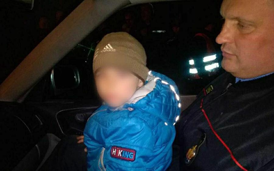 Под Бобруйском всю ночь искали 3-летнего мальчика. Нашли в семи километрах от дома – он спал под деревом