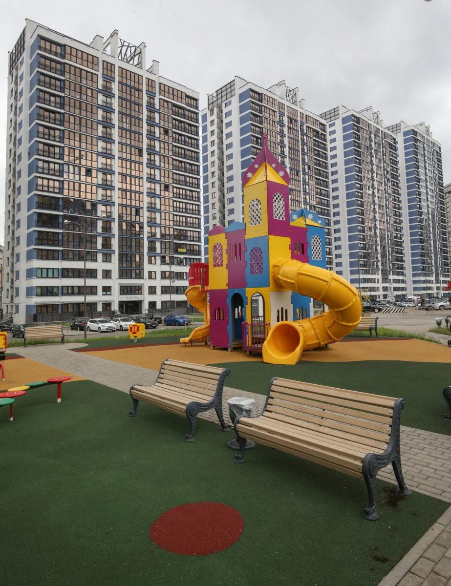 Детские игровые и спортивные площадки со специальным мягким покрытием