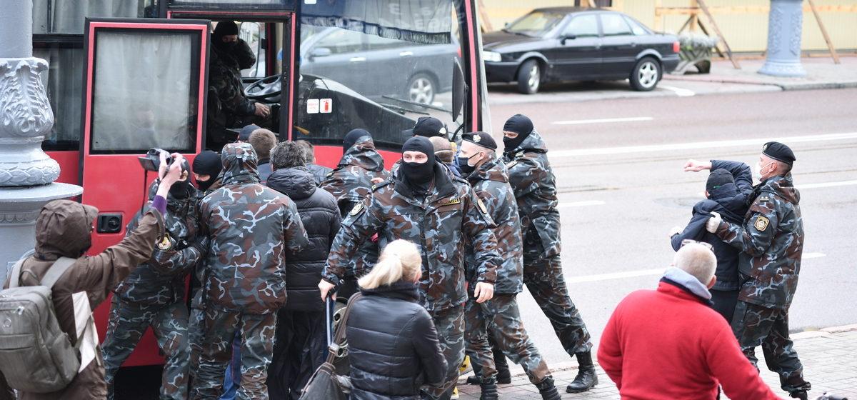 Правозащитники: После ареста блогера Тихановского по всей Беларуси задержали примерно 100 человек