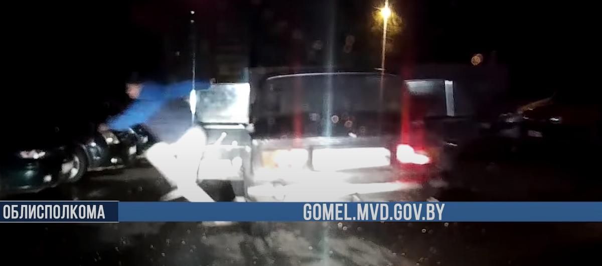 Погоня за пьяным бесправником на «Жигулях» в Гомеле: пассажиры пытались выпрыгнуть на ходу. Видео
