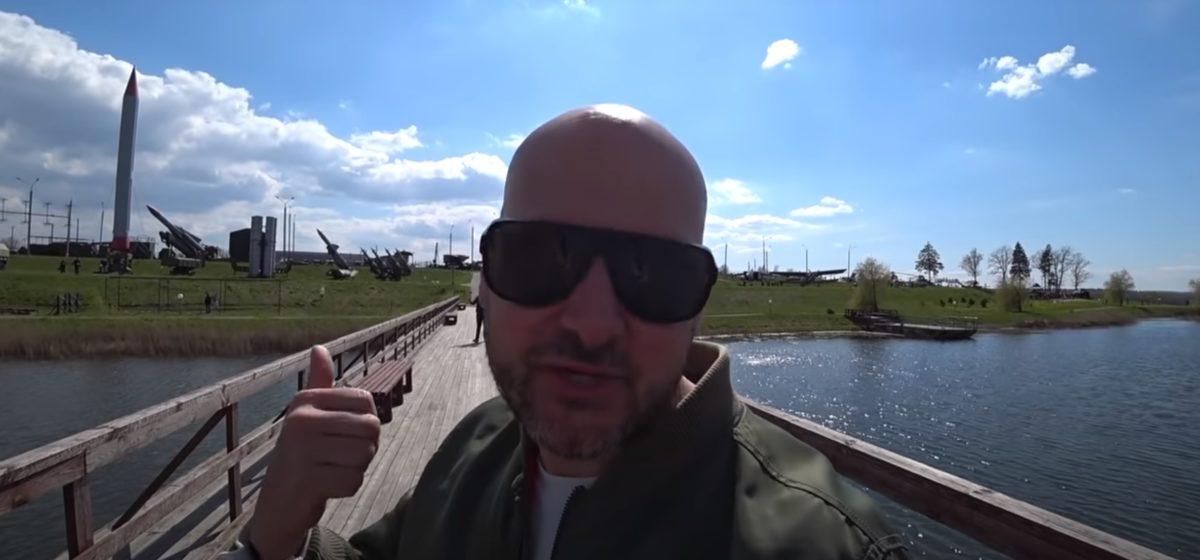 Популярный британский блогер снял забавный ролик, как Минск празднует День Победы