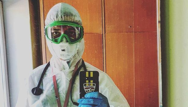 «Некоторые врачи носят подгузники»: откровения врача, добровольно работающего с больными коронавирусом