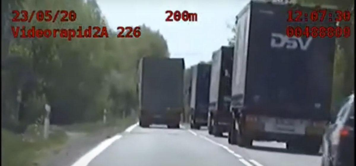 За опасный маневр белорусского дальнобойщика наказали в Польше большим штрафом. Видео
