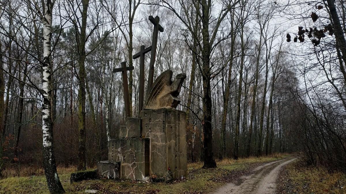 Памятник Три креста в Барановичском районе. Фото: Руслан РЕВЯКО
