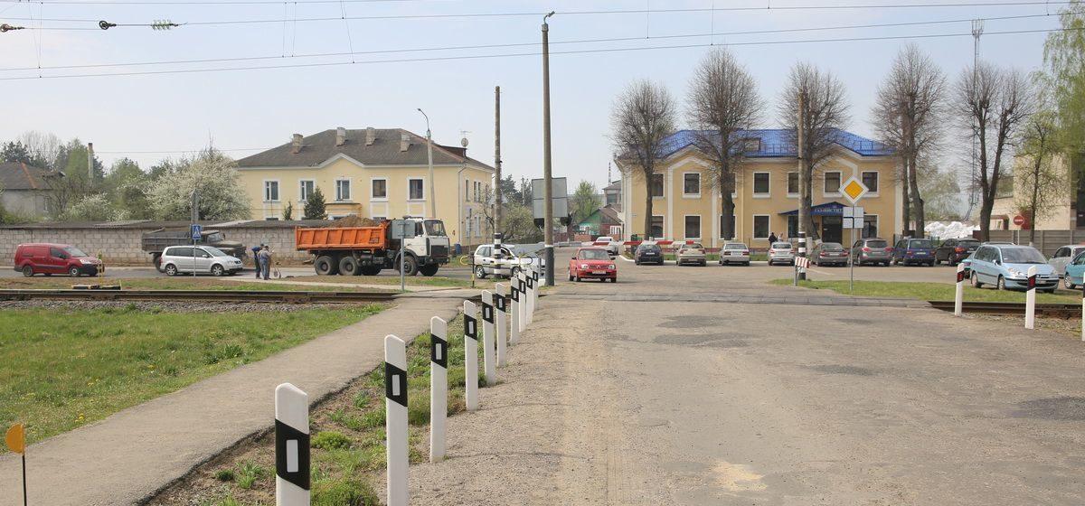 С 25 мая в Барановичах на два дня закрыли железнодорожный переезд