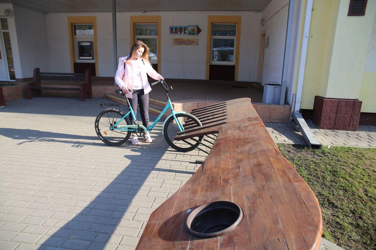 Парковка красивая, но мой велосипед не заехал. Фото: Андрей БОЛКО