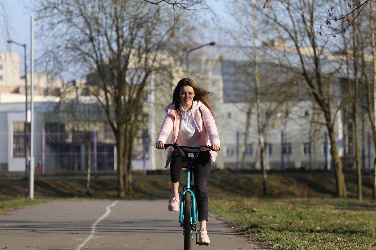 Кажется, я нашла идеальную велосипедную дорожку в Барановичах. Фото: Андрей БОЛКО