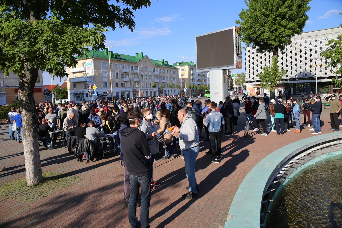 26 мая, Барановичи. Сбор подписей за Светлану Тихановскую. Фото: Андрей БОЛКО
