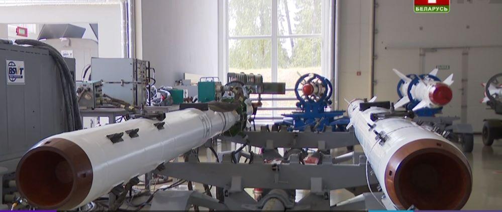 На авиабазу в Барановичах поступили 30 модернизированных авиационных ракет