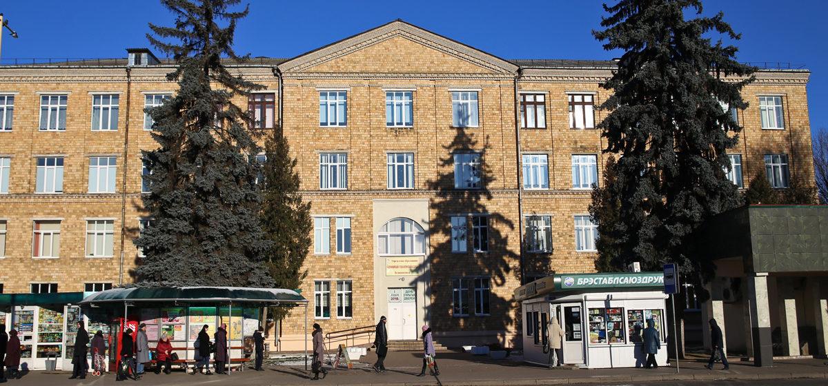 Из-за учащегося, заболевшего COVID-19, технологический колледж в Барановичах перешел на «удаленку». А что в других лицеях и колледжах?