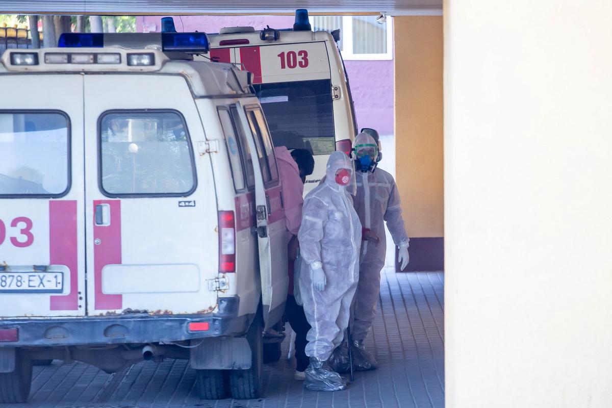 Медицинские работники в Барановичах во время пандемии коронавируса. Фото: Андрей БОЛКО