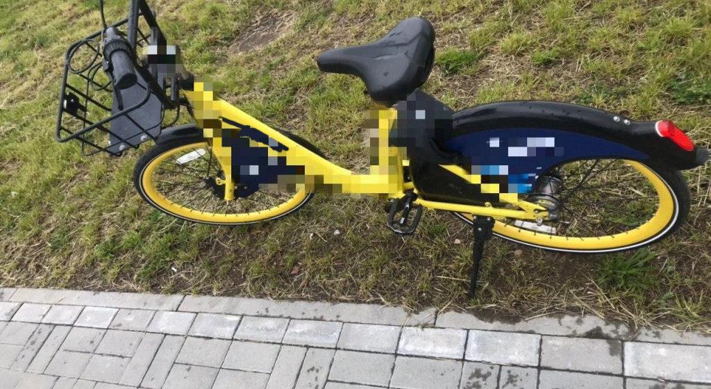 Пенсионер принял шеринговые велосипеды в Минске за ничейные и забрал их себе. К нему домой пришла милиция