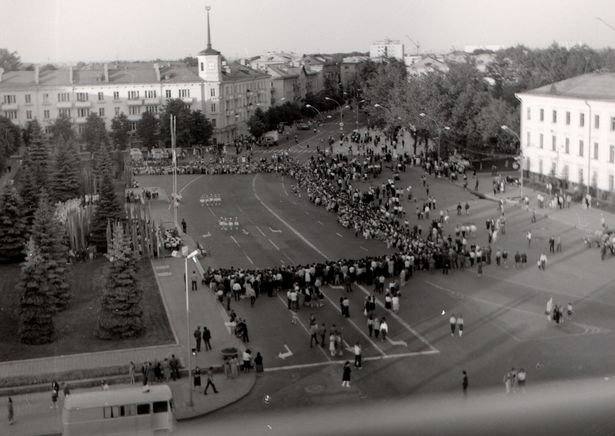 Барановичская весна-86, площадь Ленина. Фото: Добродей В. Г. из фондов Барановичского краеведческого музея