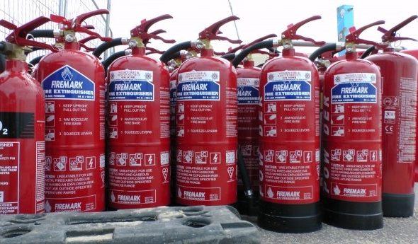 Перезаряжать огнетушитель или купить новый