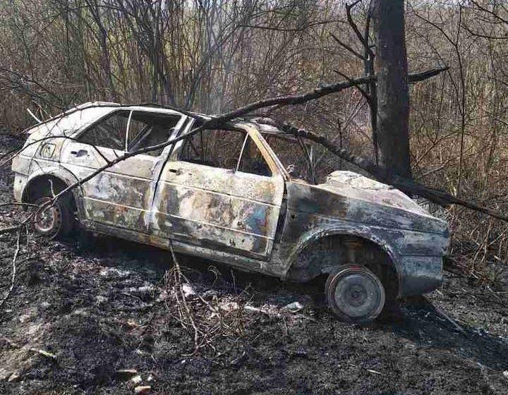 В салоне сгоревшей машины в Петриковском районе нашли двоих погибших