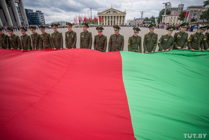 В Беларуси отмечается День государственного герба и флага