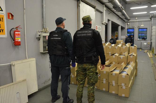 Поляки задержали белорусскую фуру с контрабандой на $2,6 млн. Фото: KAS Podlaskie