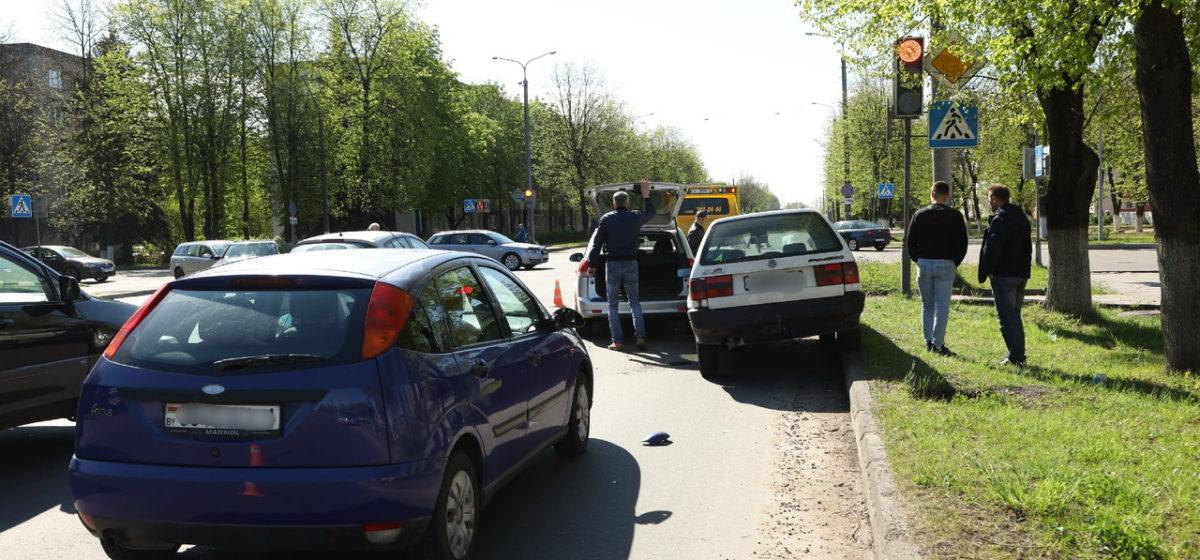 «Паровозик» в Барановичах. У «Фольксвагена» отказали тормоза – он повредил еще два авто