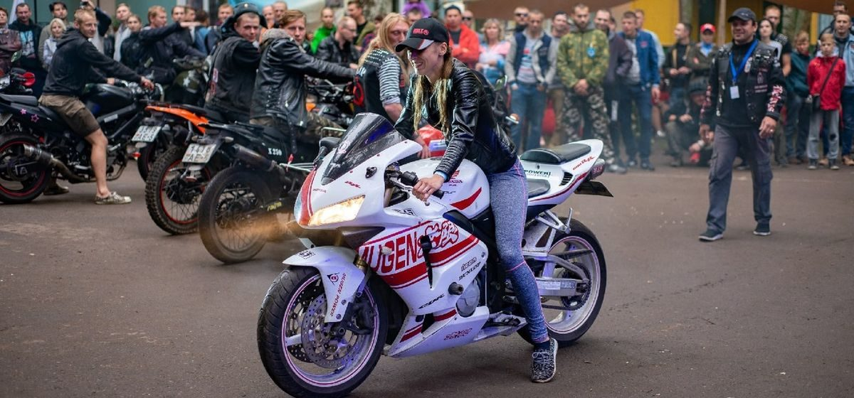 «Мы похожи характером». Барановичские девушки-мотоциклистки рассказали, за что любят своих «коней» и как относятся окружающие к их увлечению