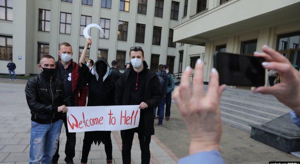 В здании Верховного Суда задержали семь активистов и «кандидатов протеста». Среди них – жительница Барановичей, которой ЦИК отказал в регистрации