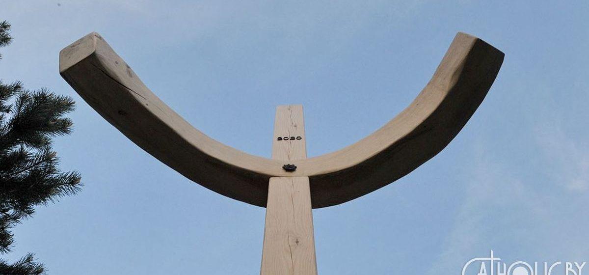 «Крест пандемии» появился в Барановичах. Фотофакт