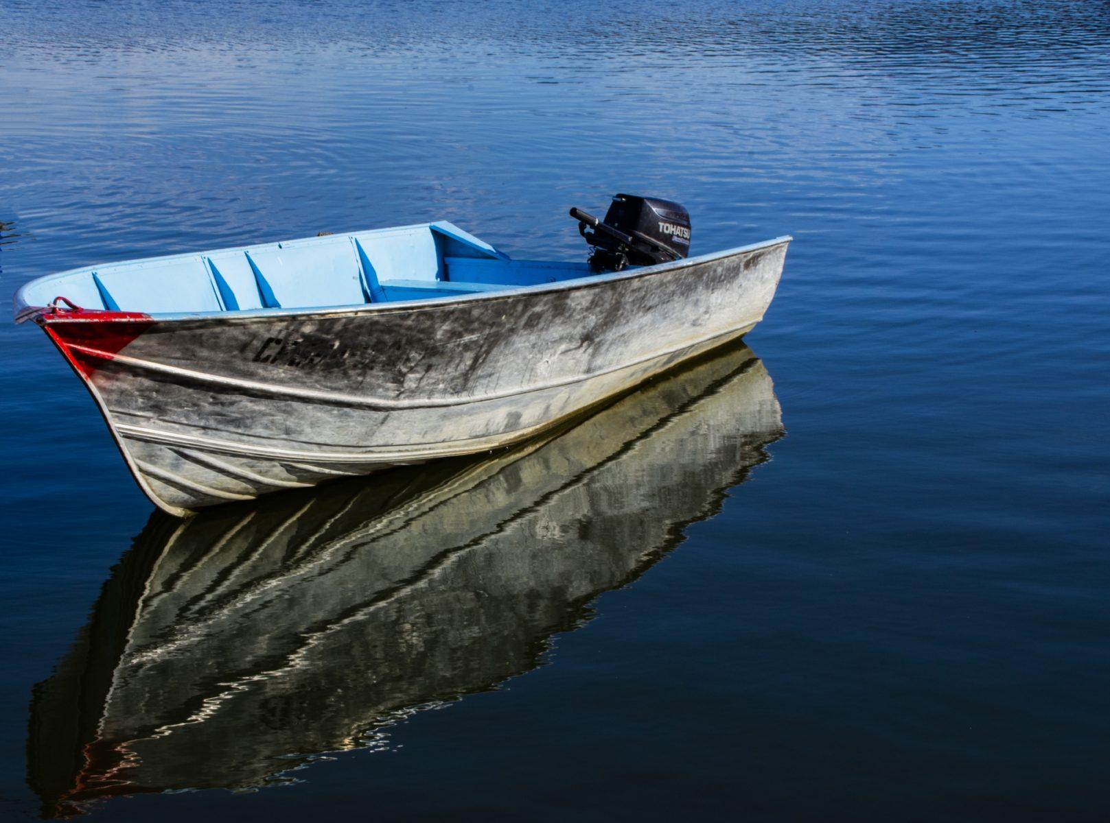 Два человека утонули в результате опрокидывания катера на озере Нарочь.