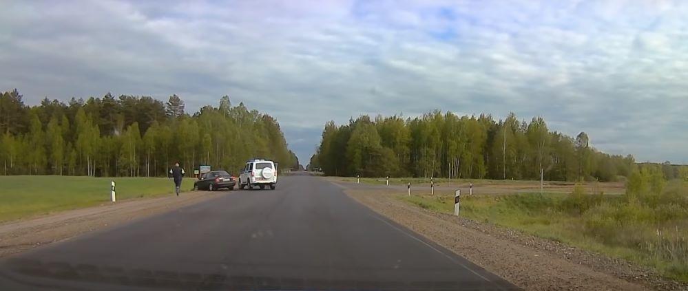 Пьяный на Mazda пытался скрыться от ГАИ и сбил инспектора в Чаусском районе. Видео погони