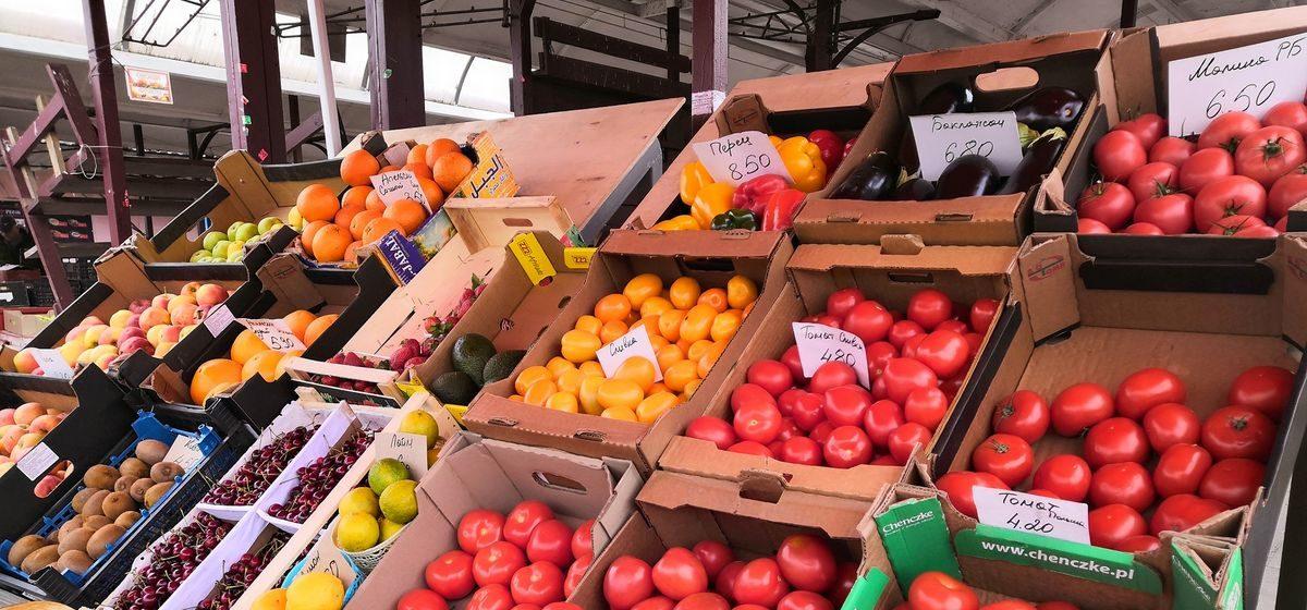 Что почем. Какие овощи, фрукты и ягоды в середине мая продают на барановичском рынке. Есть даже арбузы