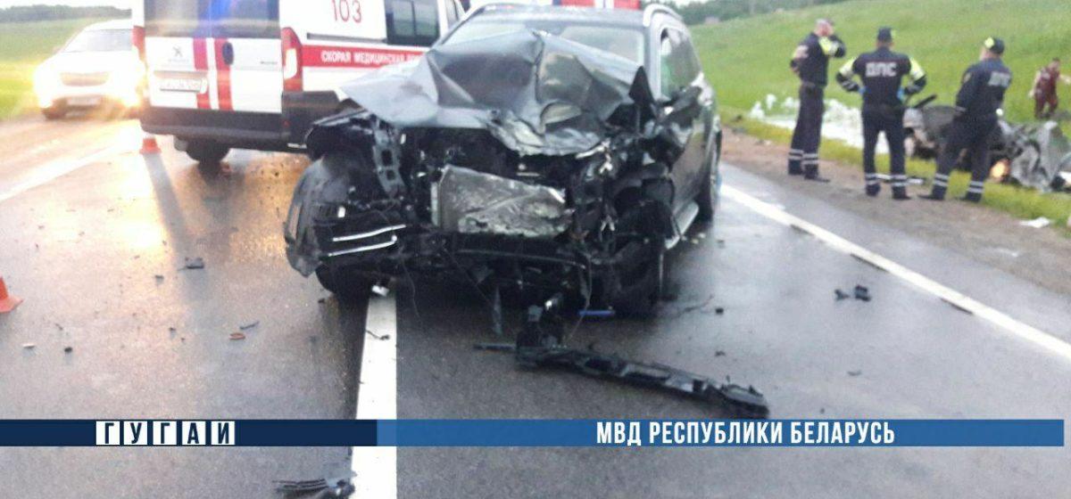 Жуткое ДТП под Минском: три человека погибли, женщина с детьми — в больнице