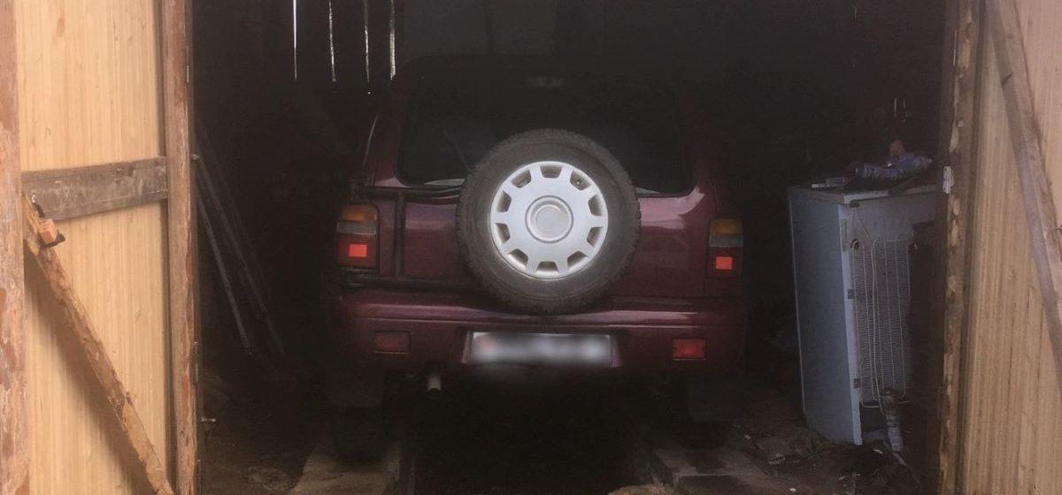 При проведении ремонта мужчину прижало автомобилем в Червенском районе