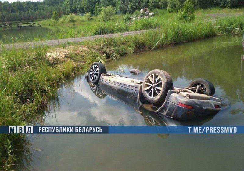 «Глубина озера — всего метр двадцать». Владелец агроусадьбы — об утонувшем возле Бобруйска авто, где нашли четыре трупа