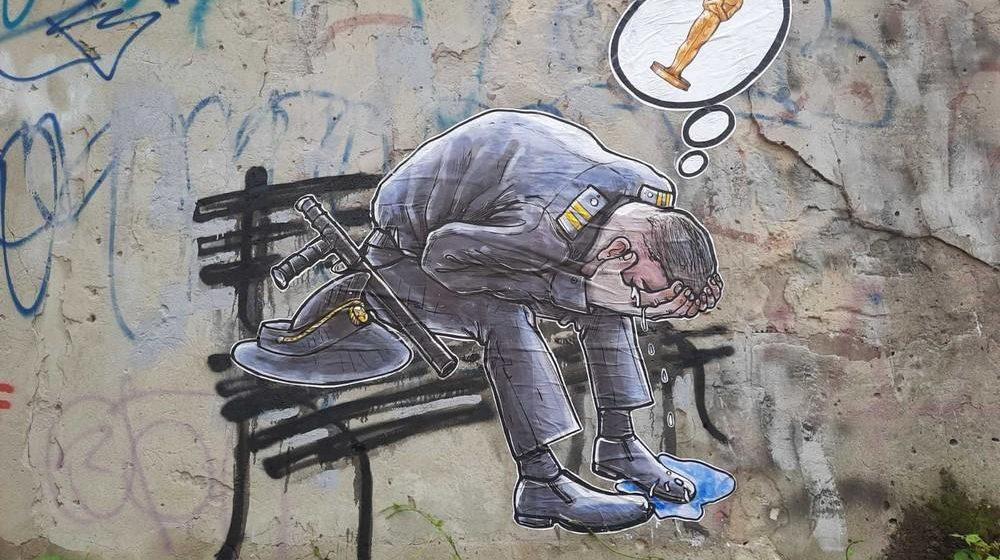 На стене в Бресте появился милиционер, плачущий и думающий об Оскаре после задержания Тихановского в Гродно